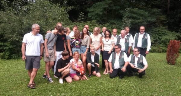 Organizátoři s kapelou Babouci